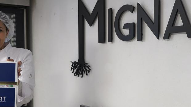 Waffa Coutan, ancienne cadre supérieure pour des marques de luxe, vient de lancer la biscuiterie Mignart à Chalon-sur-Saône (71) - Photo DR
