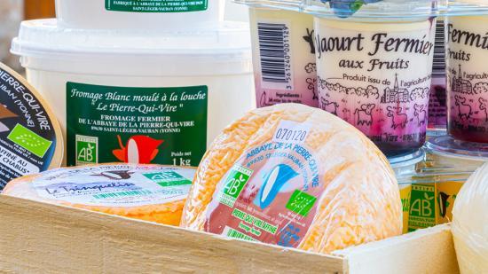 """Philippe et Véronique Abrahamse produisent des fromages de vache bio au lieu-dit """"L'Huis Saint-Benoît"""" (89) - Photo © William Beekman"""