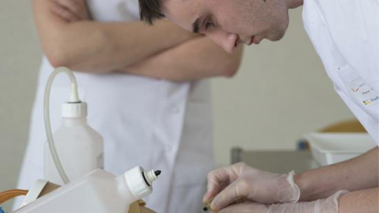 La Région augmente en 2020 le nombre de places en formation pour les infirmiers, aides-soignants et accompagnants éducatif et social - Crédit photo Région Bourgogne-Franche-Comté / David Cesbron