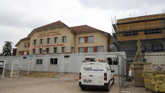 Une extension du chalet historique de l'école est en cours de construction – Photo © Région Bourgogne-Franche-Comté