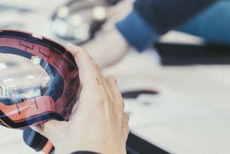 Le lunetier jurassien Julbo fabrique et exporte dans le monde entier des équipements spécialement conçus pour les sportifs - Crédit photo Jeremy Bernard