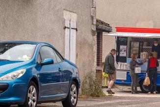 Le « VagaBon », food truck haut de gamme du chef étoilé Romuald Fassenet - Crédit Etienne Ramousse images
