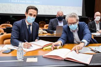Signature de convention Etat-Région pour le financement de travaux sur les petites lignes ferroviaires en Bourgogne-Franche-Comté, jeudi 4 mars 2021 à Dijon- Photo DR