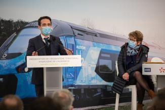 Officialisation de la commande par la Région Bourgogne-Franche-Comté de 3 trains à hydrogène pour un montant de 51,9 millions d'euros, vendredi 5 mars 2021 à Auxerre (89) - Photo Région Bourgogne-Franche-Comté