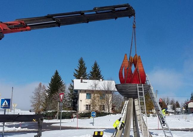 L'oeuvre représentant la flamme olympique a été réalisée par des élèves du lycée professionnel de Moirans-en-Montagne (39) - Photo DR