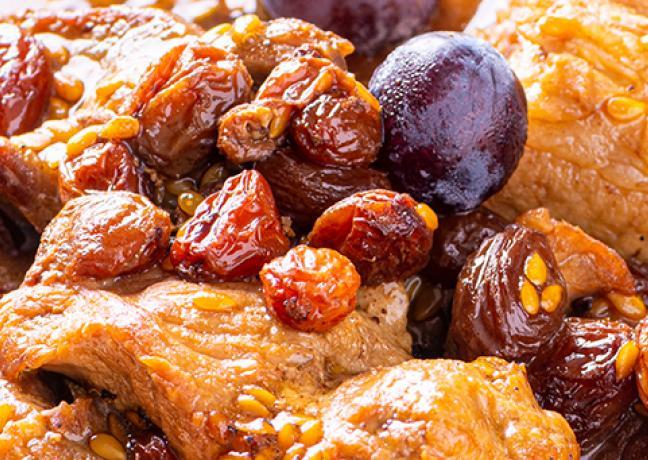 Sauté de porc de la ferme de la rente rouge aux raisins secs et graines de lin Brossard - Photo © William Beekman