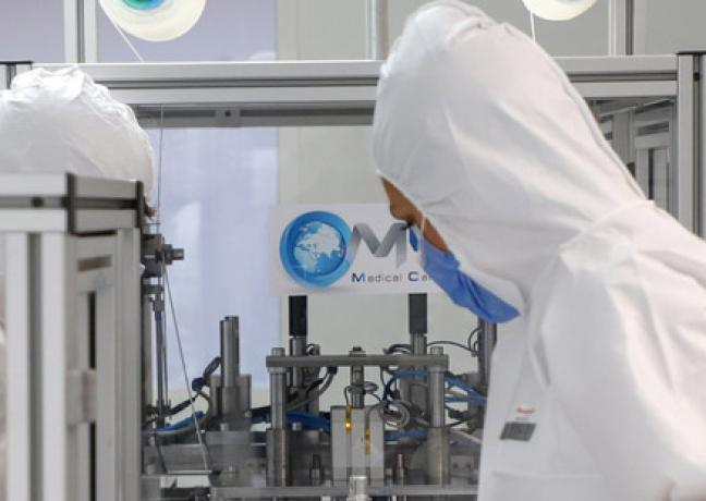 Ligne de production de masques chirurgicaux à Dijon - Photo DR