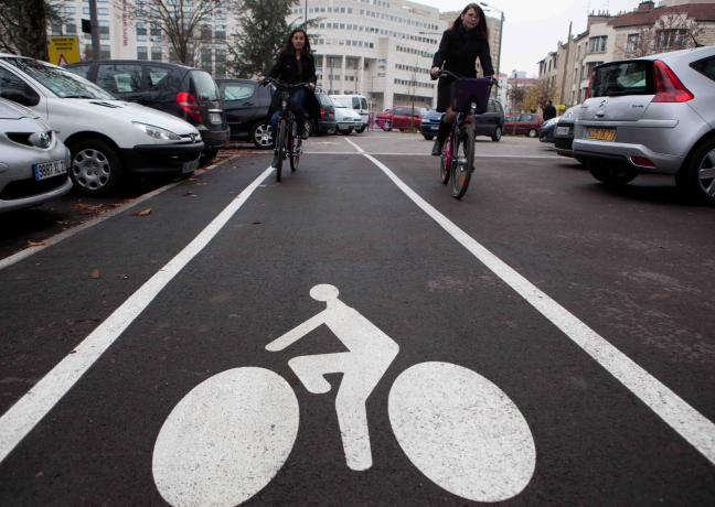 Signalisation sur la route pour les cyclistes - Photo DR