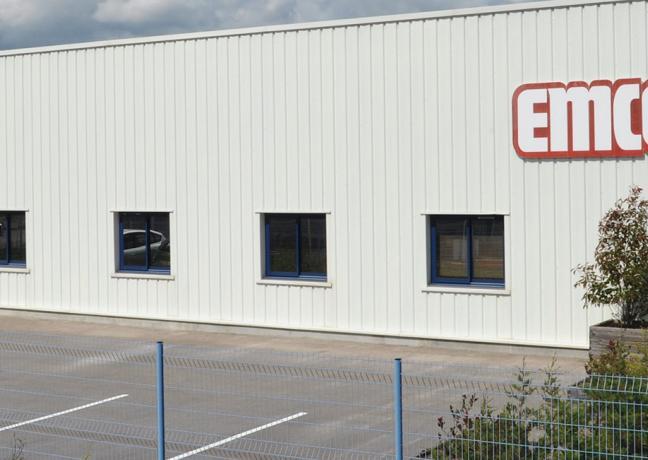 EMCO France, filiale du groupe allemand EMCO leader européen dans le domaine, produit à Dampierre (39) des tapis d'entrée techniques destinés aux bâtiments recevant du public - Photo DR