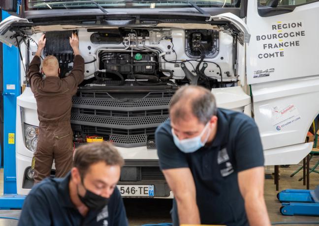 Finale nationale mécanique sur véhicule industriel à Mâcon © Région Bourgogne-Franche-Comté