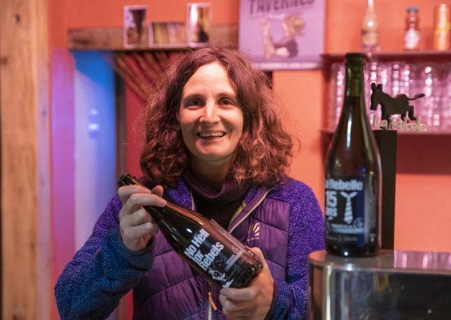 Fanny Delmer, gérante de la brasserie « La Rebelle », à Giromagny (90) - Crédit photo Région Bourgogne-Franche-Comté / David Cesbron