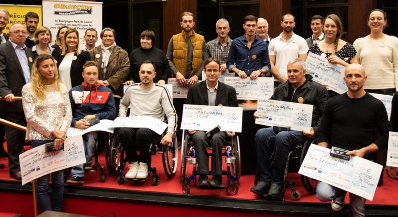 Remise de chèques de 1500 € à 22 athlètes pressentis pour les Jeux Olympiques et Paralympiques de Tokyo 2020, mercredi 13 novembre 2019 – Photo DR