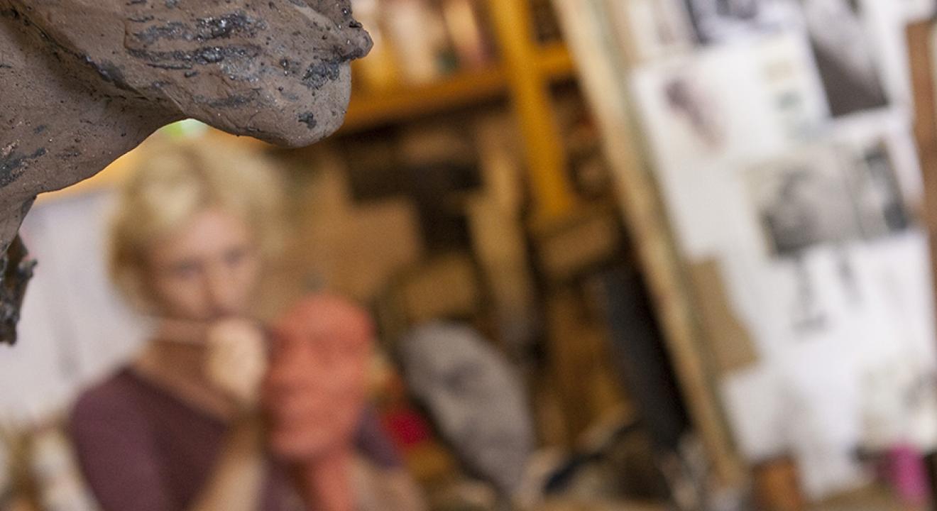 Jenny Jacottet, sculptrice - Crédit photo Région Bourgogne-Franche-Comté / David Cesbron